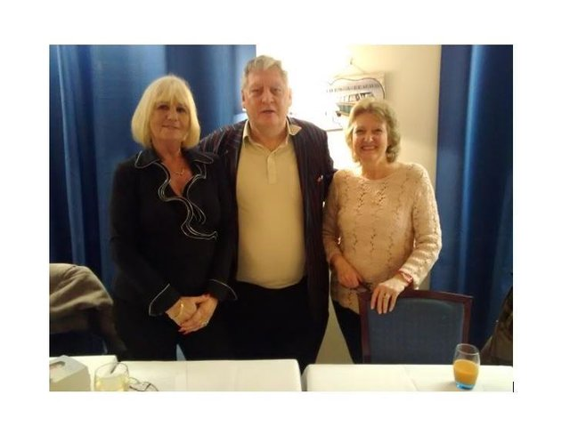 Tamara McKinley (left) with Anderida Writers officials and fellow authors Tony Flood and Heather Flood (right).