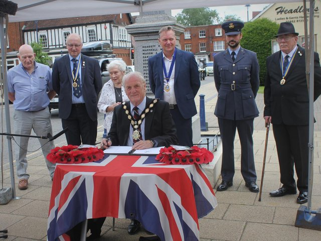 The signing of the covenant. Photo: Shefford Town Council.